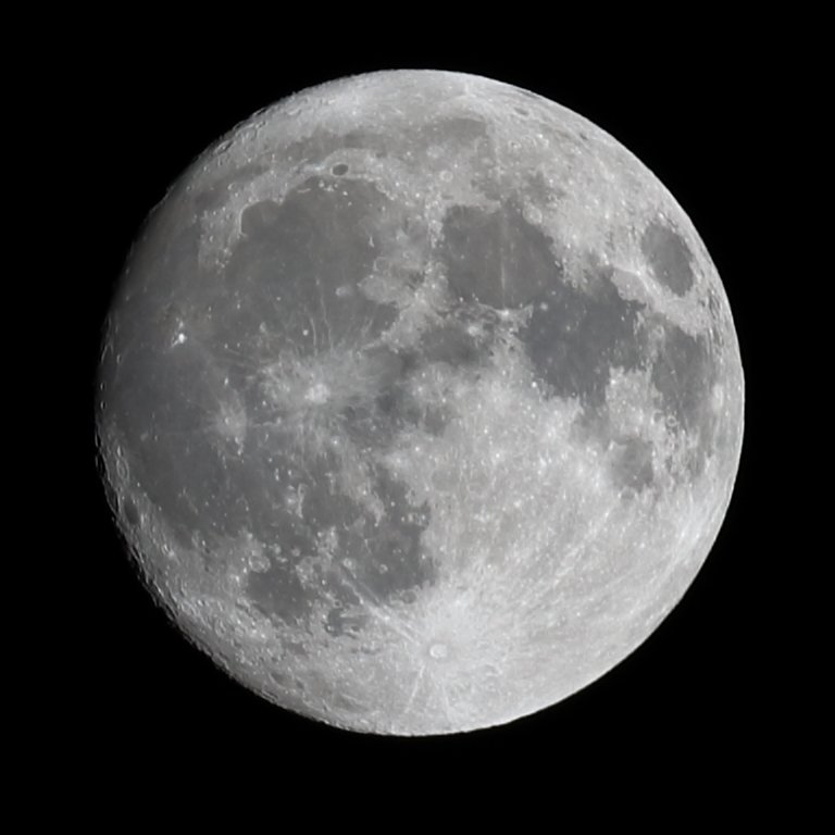 picture of the moon with 400mm lens